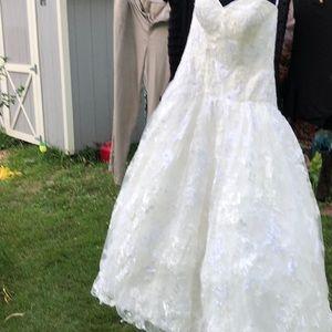 Oleg Cassini Wedding Gown size 12 preserved